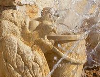 Tel Aviv - le détail de la fontaine moderne de zodiaque sur la place de Kedumim Image libre de droits
