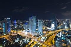 Tel Aviv linia horyzontu Przy nocą, drapacz chmur Obrazy Stock