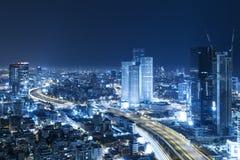 Tel Aviv linia horyzontu Przy nocą, drapacz chmur Zdjęcie Stock