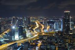 Tel Aviv linia horyzontu Przy nocą, drapacz chmur Fotografia Stock