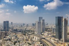 Tel Aviv linia horyzontu przy Pogodnym letnim dniem Obrazy Stock