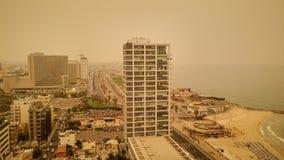 Tel Aviv miasto podczas mgiełki piasek na Sierpień 9, 2015 Fotografia Stock