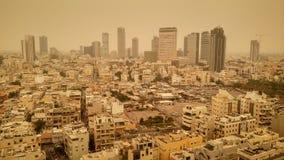 Tel Aviv miasto podczas mgiełki piasek na Sierpień 9, 2015 Zdjęcie Royalty Free
