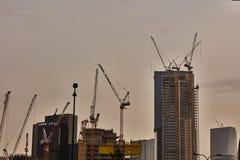 Tel Aviv - 10 06 2017: Mnóstwo budowa żurawie w Tel Aviv Obrazy Stock