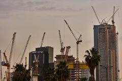 Tel Aviv - 10 06 2017: Mnóstwo budowa żurawie w Tel Aviv Obraz Stock