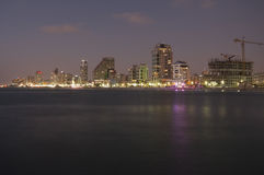 Tel Aviv par nuit Photo stock