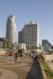 Tel Aviv, promenade in de zomerdag Stock Afbeeldingen