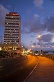 Tel Aviv Promenade u. Strand an der Dämmerung Lizenzfreie Stockfotos