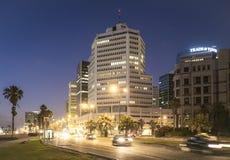 Tel Aviv 10 06 2017: Tel Aviv-Promenadennachtszene und transpor Lizenzfreie Stockbilder