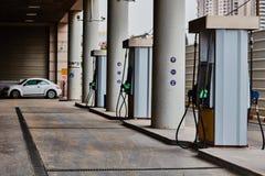 Tel Aviv - 10 06 2017: Tom bensinstation i Tel Aviv, dagtid Royaltyfri Foto