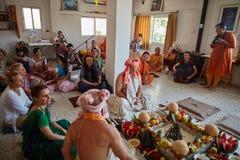Tel Aviv - 10 05 2017: Vedic traditionell hare Krishna som gifta sig ta Royaltyfri Bild