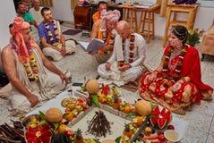 Tel Aviv - 10 05 2017: Vedic traditionell hare Krishna som gifta sig ta Fotografering för Bildbyråer