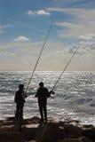 Tel Aviv - visserij van jonge jongens op de kust Royalty-vrije Stock Afbeelding
