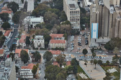 Tel Aviv - 10 06 2017: Vogelperspektive auf Tel Aviv-Straßen und -propert Stockfotos