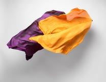 Tela amarilla abstracta en el movimiento fotografía de archivo libre de regalías
