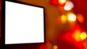 Tela branca vazia de um dispositivo de Digitas, tevê, portátil, Smartphone, no fundo vívido brilhante de luzes coloridas borradas fotos de stock