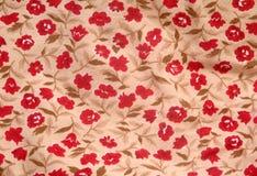 Tela con el modelo floral rojo imagen de archivo