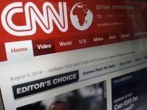 Tela de computador que mostra a primeira página da notícia do CNN no Internet fotografia de stock royalty free