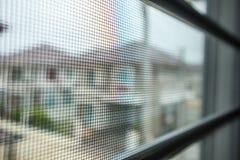 Tela de fio da rede de mosquito na proteção da janela da casa Imagem de Stock