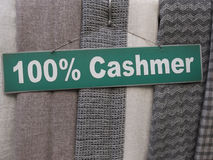 Tela de la cachemira en el mercado Imagen de archivo