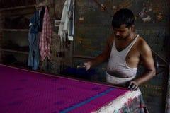 Tela de la sari de la xilografía en Jaipur, la India Imagenes de archivo