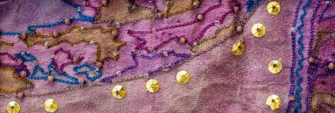 Tela de la sari del vintage con adornos imagen de archivo libre de regalías