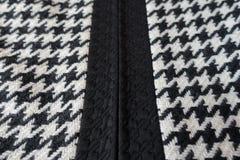 Tela de lana con el modelo de los pies del ` s del cuervo Foto de archivo