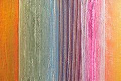 Tela del multicolor en fila Fotos de archivo