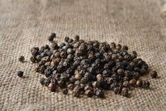 Tela di canapa della tela da imballaggio del pepe nero Fotografie Stock