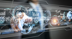 A tela do holograma com os dados digitais usados pelo homem de negócios 3D rende Foto de Stock Royalty Free