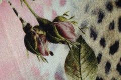 A tela do jérsei com botões cor-de-rosa imprime em cores deprimidos Fotografia de Stock Royalty Free