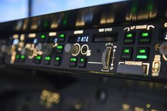Tela dos controles de velocidade do vert do piloto automático dos aviões foto de stock royalty free