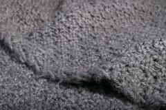 Tela gris hecha punto hecha a mano áspera Foto de archivo