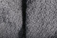 Tela gris hecha punto hecha a mano aislada en detalles Fotografía de archivo