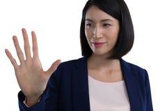 Tela invisível tocante da mulher de negócios imagem de stock