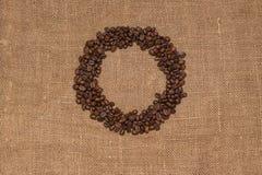 Tela marrón de la arpillera de los granos de café natural Foto de archivo