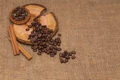 Tela marrom de serapilheira dos feijões de café natural Imagens de Stock Royalty Free