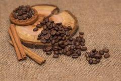 Tela marrom de serapilheira dos feijões de café natural Foto de Stock Royalty Free