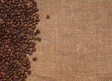 Tela marrom de serapilheira dos feijões de café natural Fotos de Stock Royalty Free