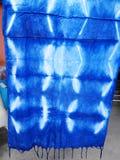 Tela natural del color del añil de Mauhom del conocimiento indígena del pH Imagen de archivo
