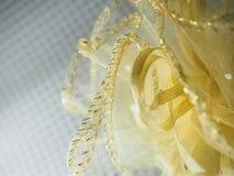 Tela neta amarillo, envuelta con la cinta Fotografía de archivo