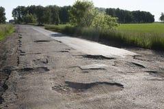 Tela quebrada de caminos rurales en la región de Omsk Imágenes de archivo libres de regalías