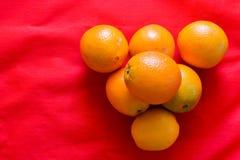 Tela roja anaranjada y roja del Año Nuevo chino - Imagen de archivo