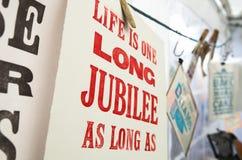 Tela sábia das citações do vintage impressa e pendurando para secar fotografia de stock royalty free