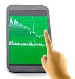 Tela tocante com carta financeira Fotografia de Stock