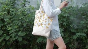 Tela Tote Bags de la moda con el modelo del plátano foto de archivo