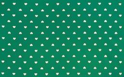 Tela verde con los corazones blancos modelo, fondo, estilo retro fotos de archivo libres de regalías