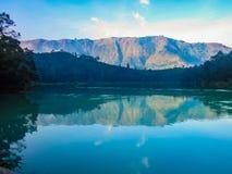 Telaga Warna Dieng Indonesia foto de archivo libre de regalías