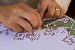 Telar con las telas de las lanas Foto de archivo libre de regalías