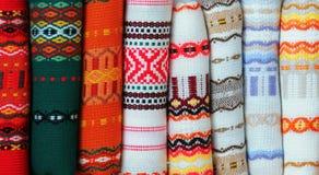 Telas coloridas con bordado búlgaro tradicional imagen de archivo libre de regalías